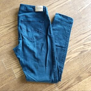 A&F BLUE JEANS